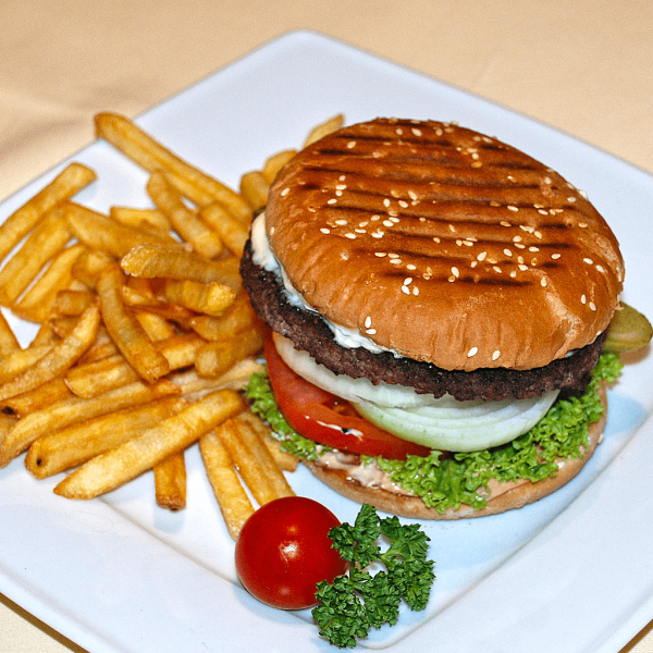 Burger wołowy, frytki