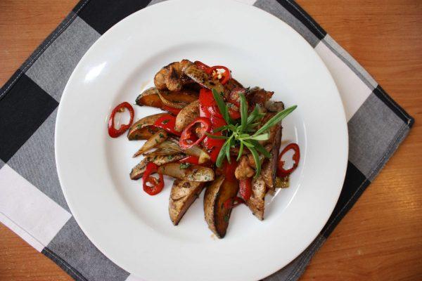 Kurczak po sycylijsku na ostro, ryż, surówka