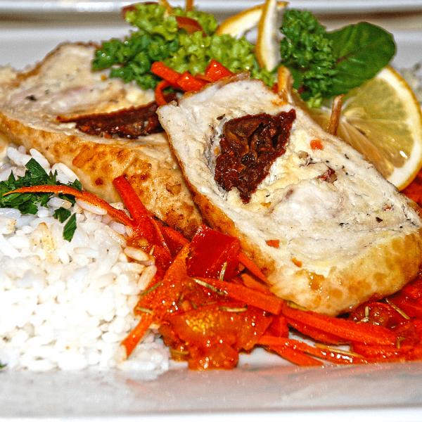Roladka Lido di Dante z pomidorami suszonymi i serem feta, ryż, surówka